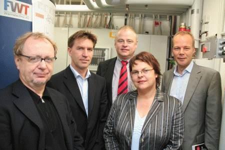 Silke Lesemann zu Besuch in der Niedrigenergiesporthalle in Laatzen